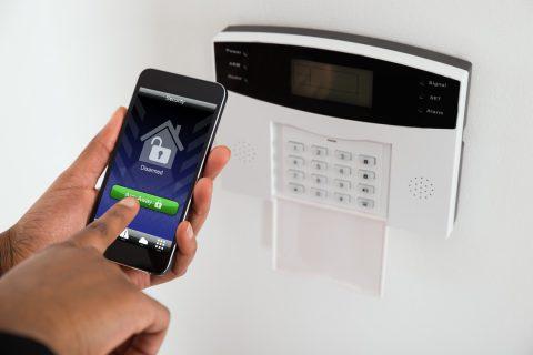 Alarme de porte avec ou sans fil ?